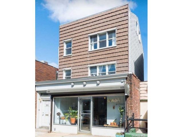2 BR,  3.00 BTH Store+dwell style home in Greenpoint