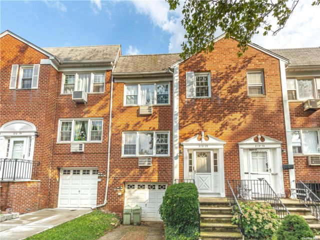 6 BR,  5.00 BTH Other style home in Bayside