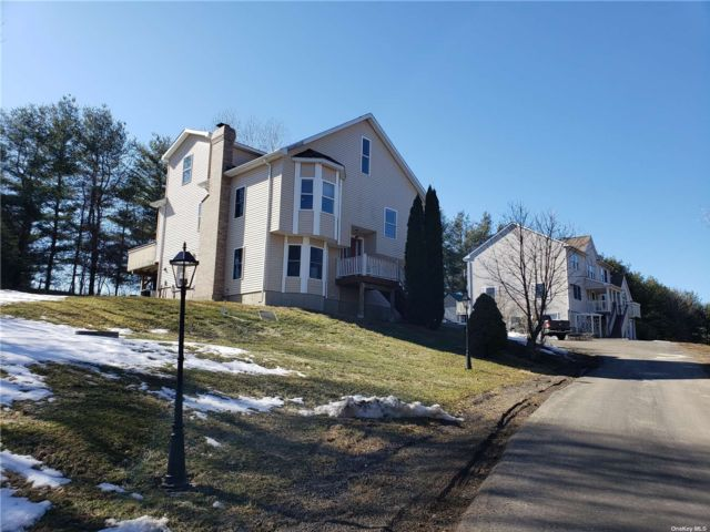 7 BR,  6.00 BTH Colonial style home in Litchfield