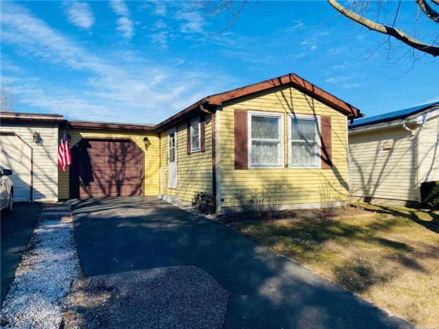 [Manorville Real Estate, listing number 3179180]