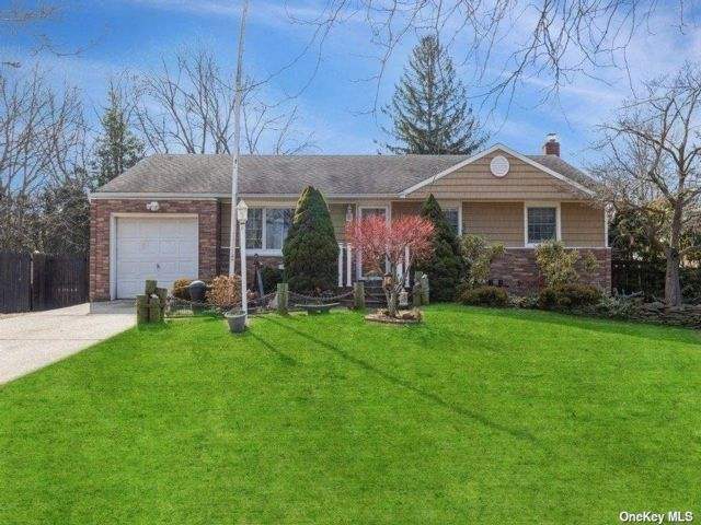2 BR,  1.00 BTH Ranch style home in East Northport