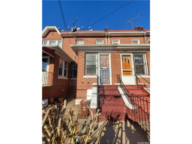 3 BR,  2.00 BTH  Colonial style home in Sunset Park