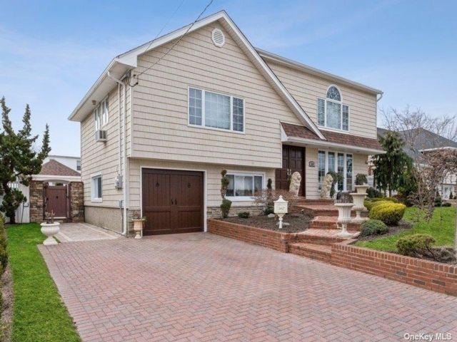 3 BR,  2.00 BTH Split level style home in Oceanside