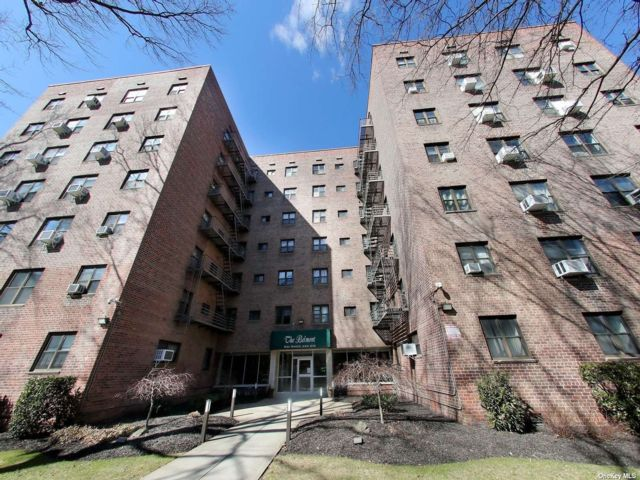 1 BR,  1.00 BTH Mid rise style home in Queens Village