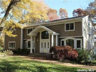 4 BR,  4.00 BTH  Post modern style home in South Huntington