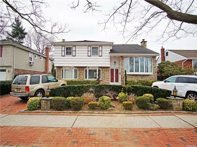 4 BR,  3.00 BTH  Split level style home in North Woodmere