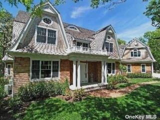 6 BR,  6.00 BTH Colonial style home in East Hampton