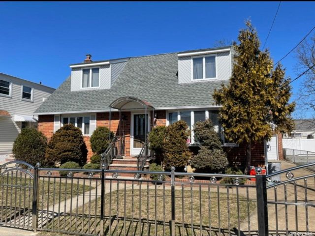 5 BR,  3.00 BTH Cape style home in Elmont