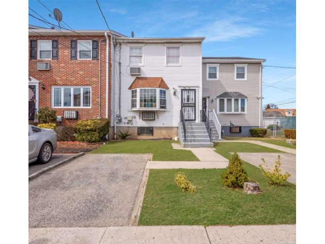 3 BR,  4.00 BTH Colonial style home in Springfield Gardens