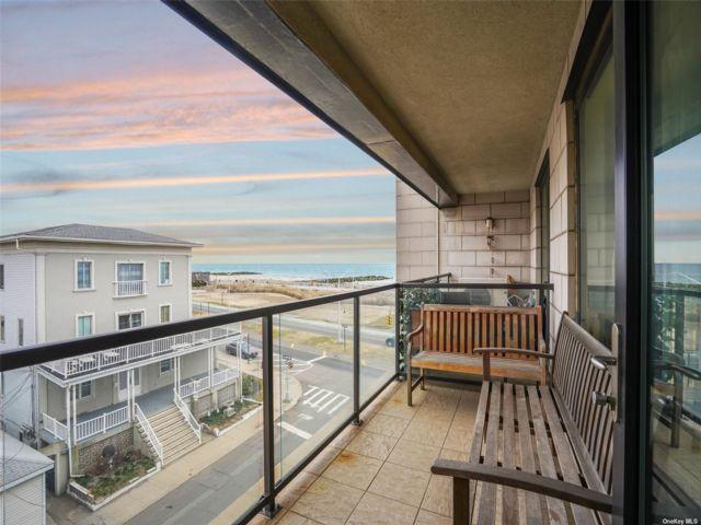 1 BR,  1.00 BTH Mid rise style home in Rockaway Beach