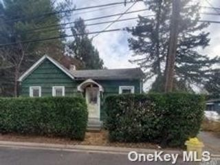 3 BR,  1.00 BTH Bungalow style home in Locust Valley