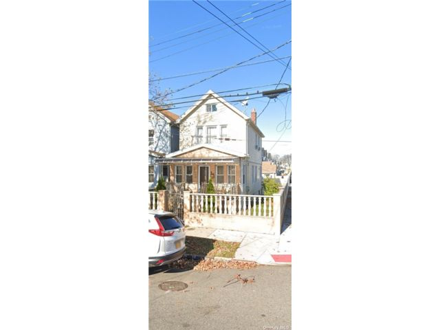 3 BR,  3.00 BTH 2 story style home in Jamaica