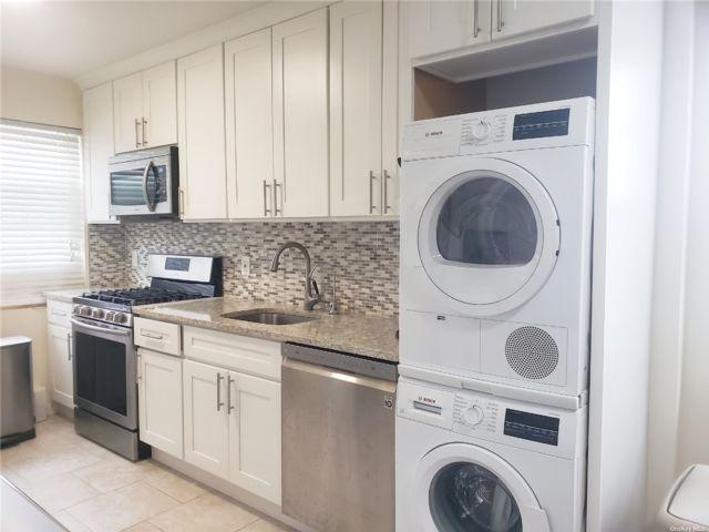 2 BR,  1.00 BTH Garden apartmen style home in Port Washington