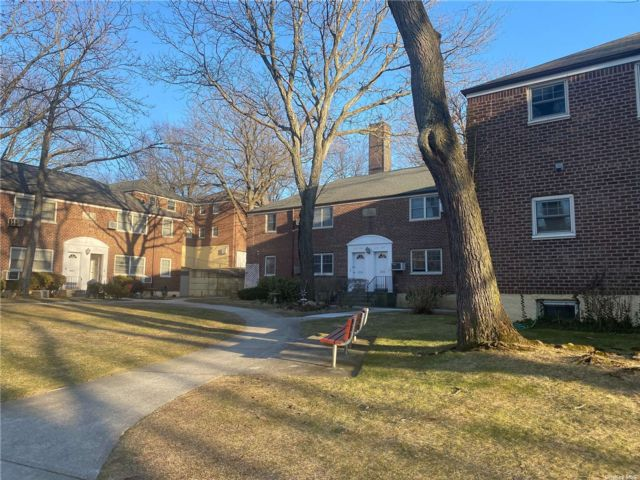 3 BR,  1.00 BTH Other style home in Little Neck