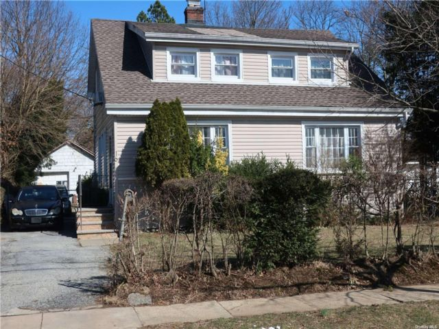 3 BR,  2.00 BTH Colonial style home in Hempstead