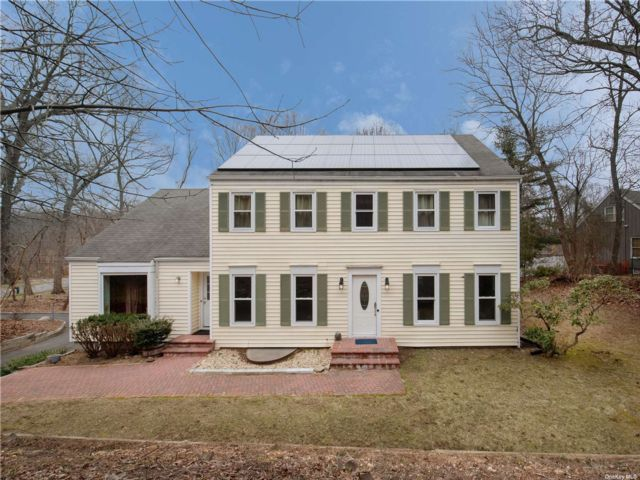 5 BR,  3.00 BTH Colonial style home in Wading River