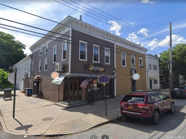 Studio,  0.00 BTH Commercial style home in Woodhaven