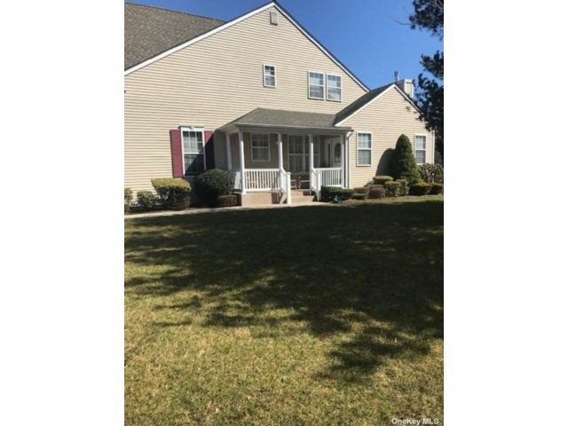 3 BR,  3.00 BTH Other style home in Miller Place