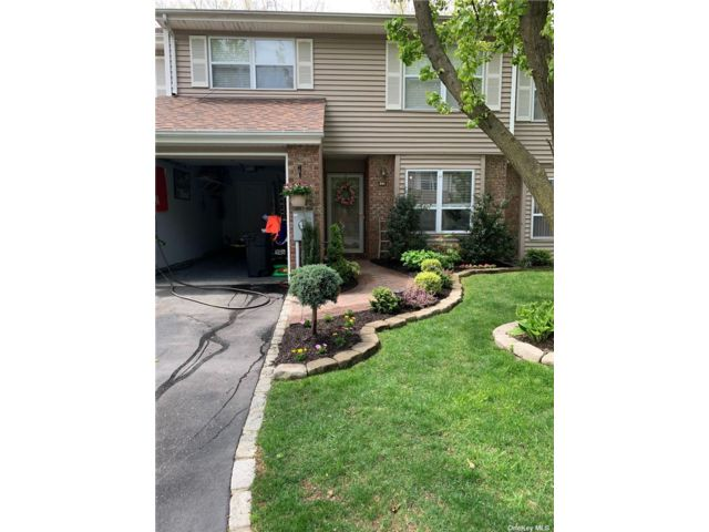 [Smithtown Real Estate, listing number 3179779]