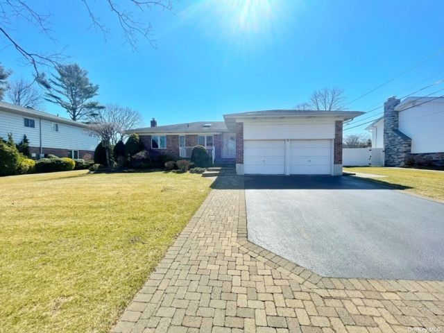 3 BR,  3.00 BTH Ranch style home in Jericho