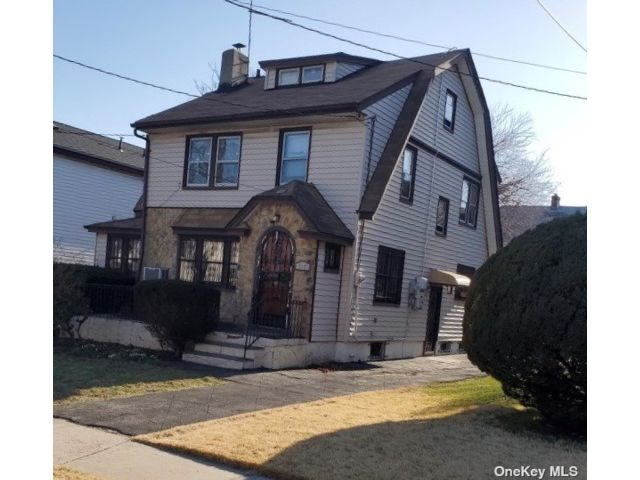 4 BR,  2.00 BTH Colonial style home in Hollis