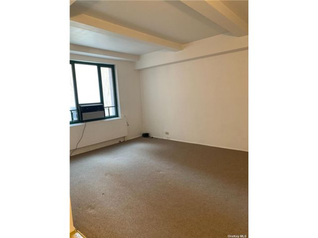 1 BR,  1.00 BTH Apt in bldg style home in Castle Hill