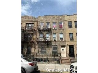 12 BR,  6.00 BTH  Apartment style home in Bay Ridge