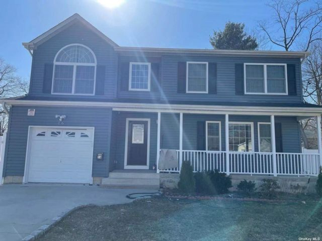 4 BR,  3.00 BTH Colonial style home in Wheatley Heights
