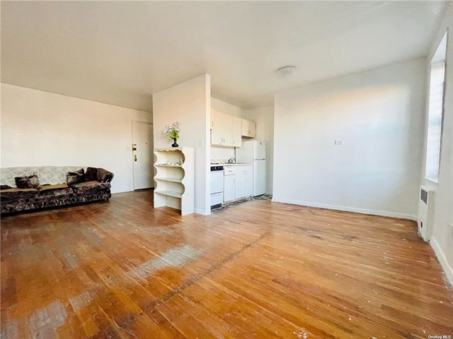 Studio,  1.00 BTH Mid rise style home in Flushing