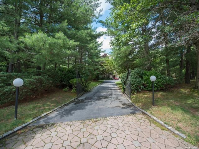 6 BR,  7.00 BTH Contemporary style home in Old Westbury