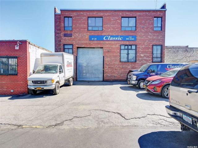 Studio,  0.00 BTH Commercial style home in Woodside