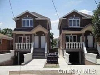 5 BR,  4.00 BTH 2 story style home in Whitestone