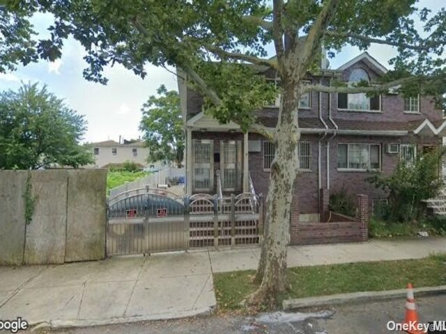 6 BR,  3.00 BTH 2 story style home in Jamaica