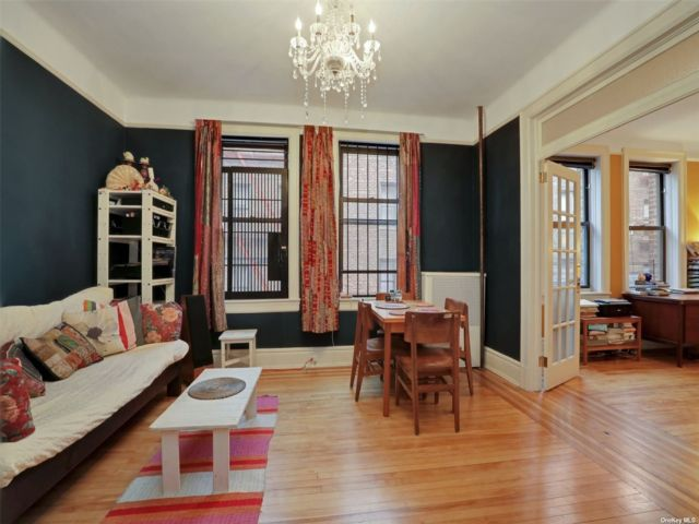 1 BR,  1.00 BTH  Mid rise style home in Jackson Heights