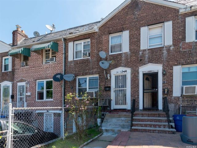 3 BR,  2.00 BTH Townhouse style home in East Elmhurst