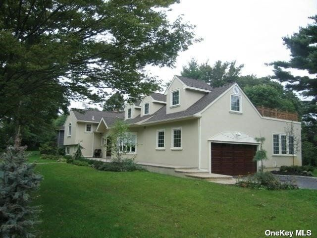5 BR,  5.00 BTH Split level style home in Woodsburgh