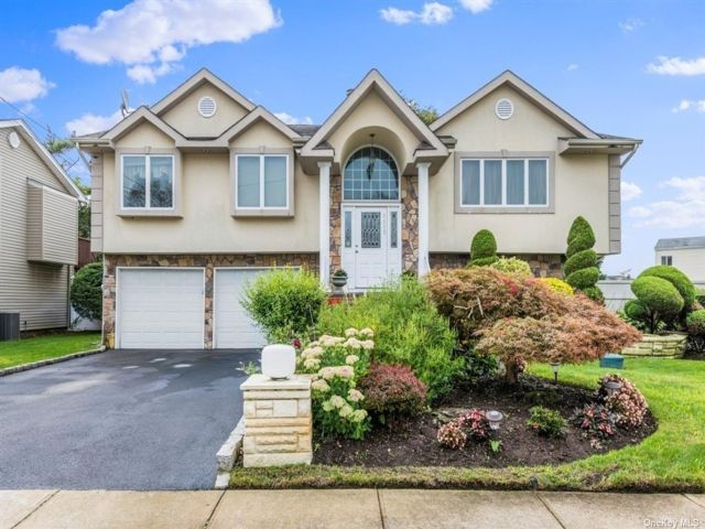 [Merrick Real Estate, listing number 3179982]