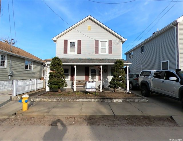 3 BR,  2.00 BTH  2 story style home in Point Lookout