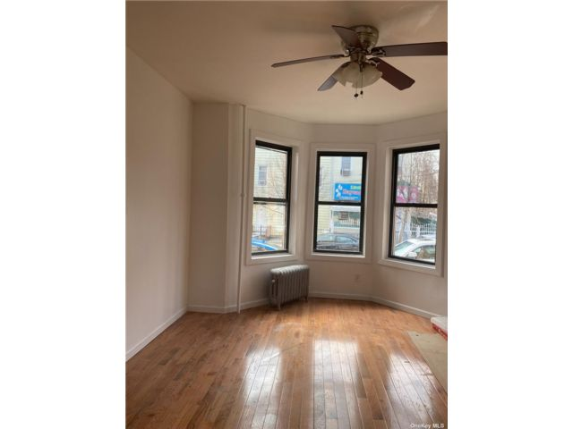3 BR,  1.00 BTH Apt in house style home in Cypress Hills