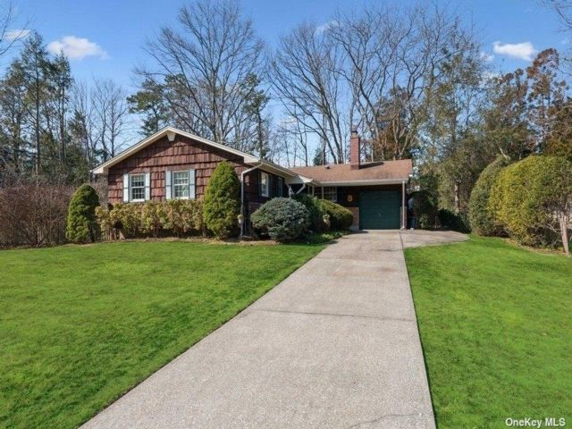 3 BR,  2.00 BTH Ranch style home in Nesconset