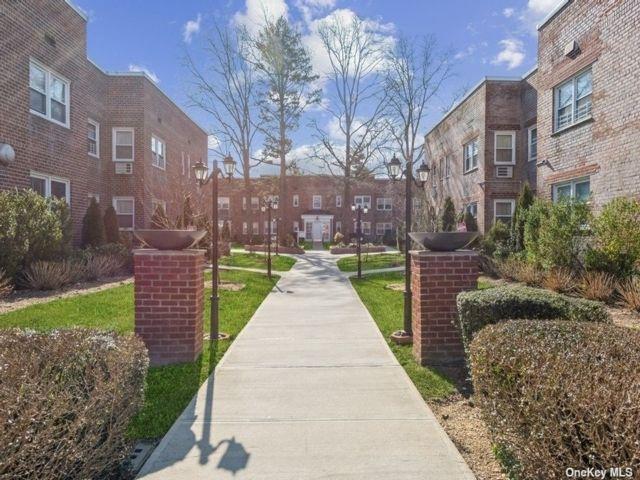 1 BR,  1.00 BTH Garden apartmen style home in Cedarhurst