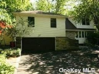 5 BR,  5.00 BTH  Split level style home in Great Neck