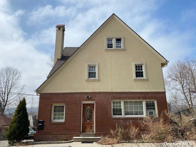 5 BR,  5.00 BTH  Trilevel style home in Yonkers