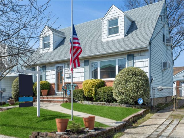 4 BR,  3.00 BTH  Cape style home in South Ozone Park