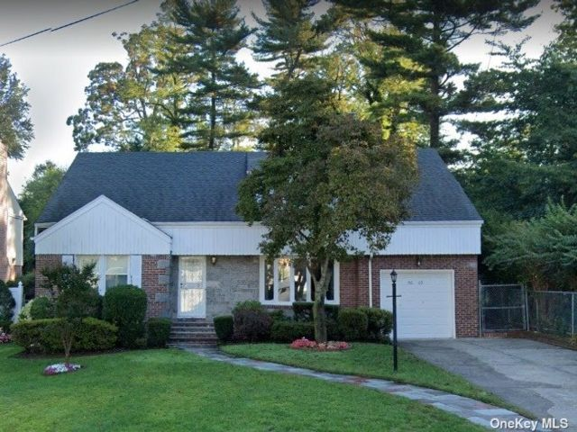 4 BR,  4.00 BTH  2 story style home in Holliswood