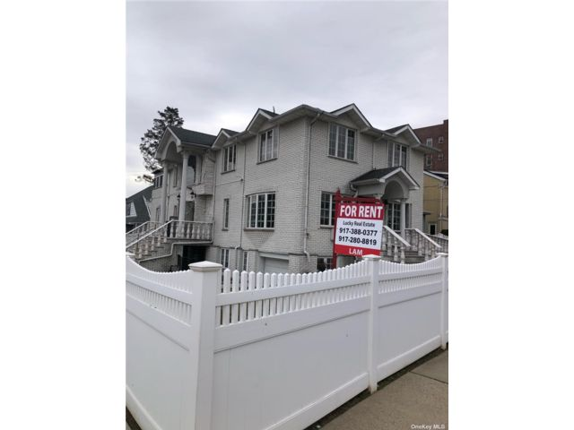 2 BR,  2.00 BTH Multi family style home in Flushing