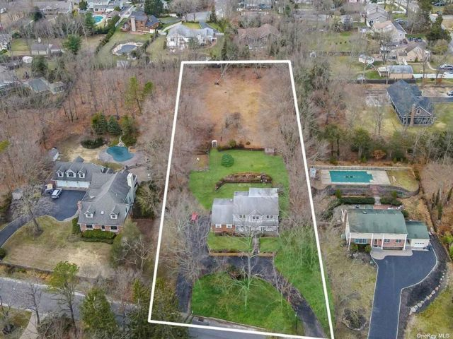 [Smithtown Real Estate, listing number 3180396]