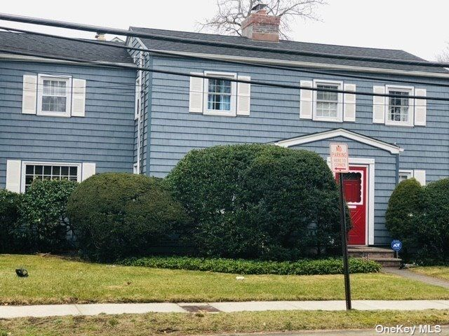 4 BR,  3.00 BTH Colonial style home in Malverne