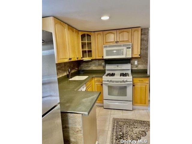 1 BR,  1.00 BTH Apt in house style home in Port Washington