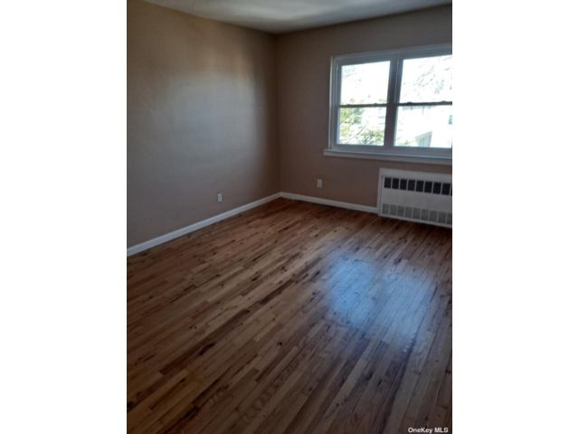 3 BR,  1.00 BTH Apt in bldg style home in Old Mill Basin